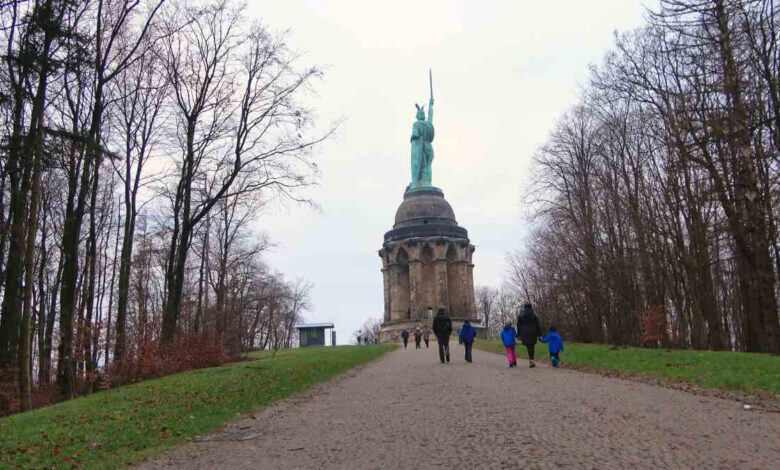 Photo of Hermannsdenkmal im Teutoburger Wald – gewaltiges Monument als Symbol der Deutschen Nation (mit Video-Guide)