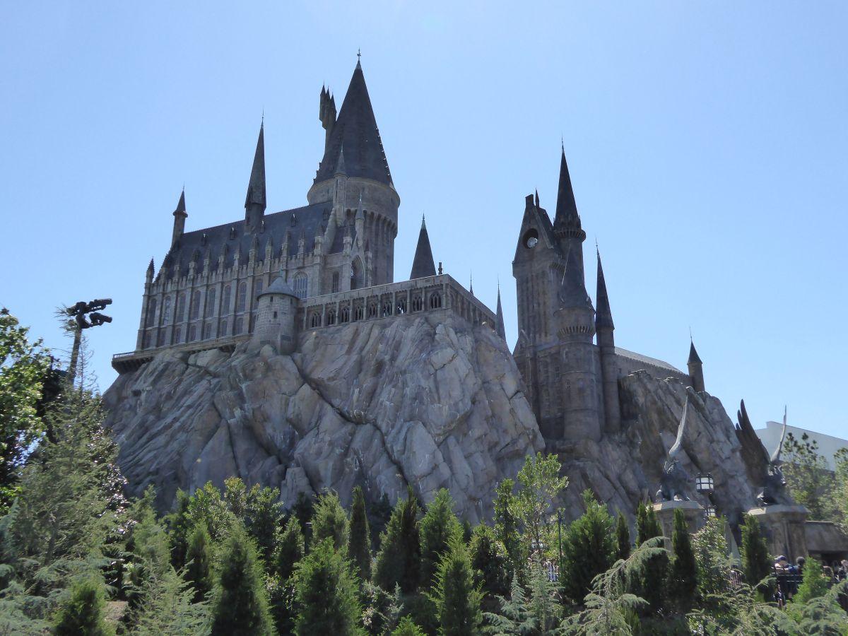 Das Hogwarts Castle thront über Hogsmeade
