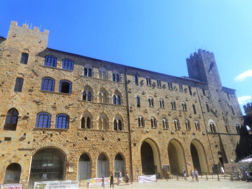 Der Piazza dei Priori ist der Hauptplatz der Stadt