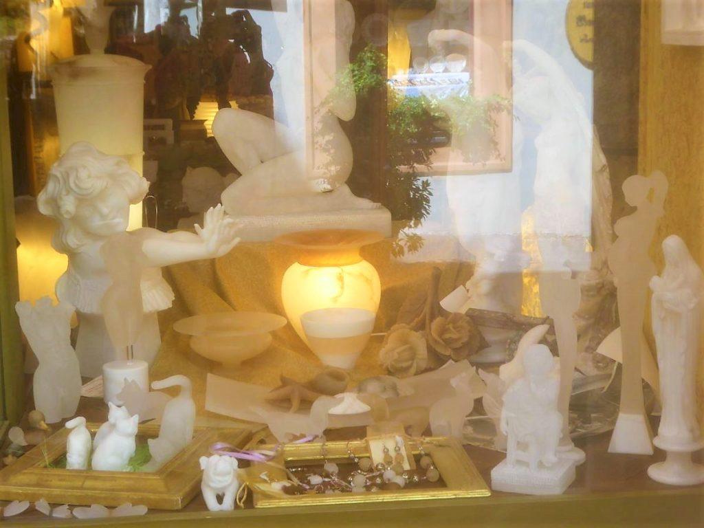 Eines der vielen Alabaster-Ateliers und Werkstätten in Volterra