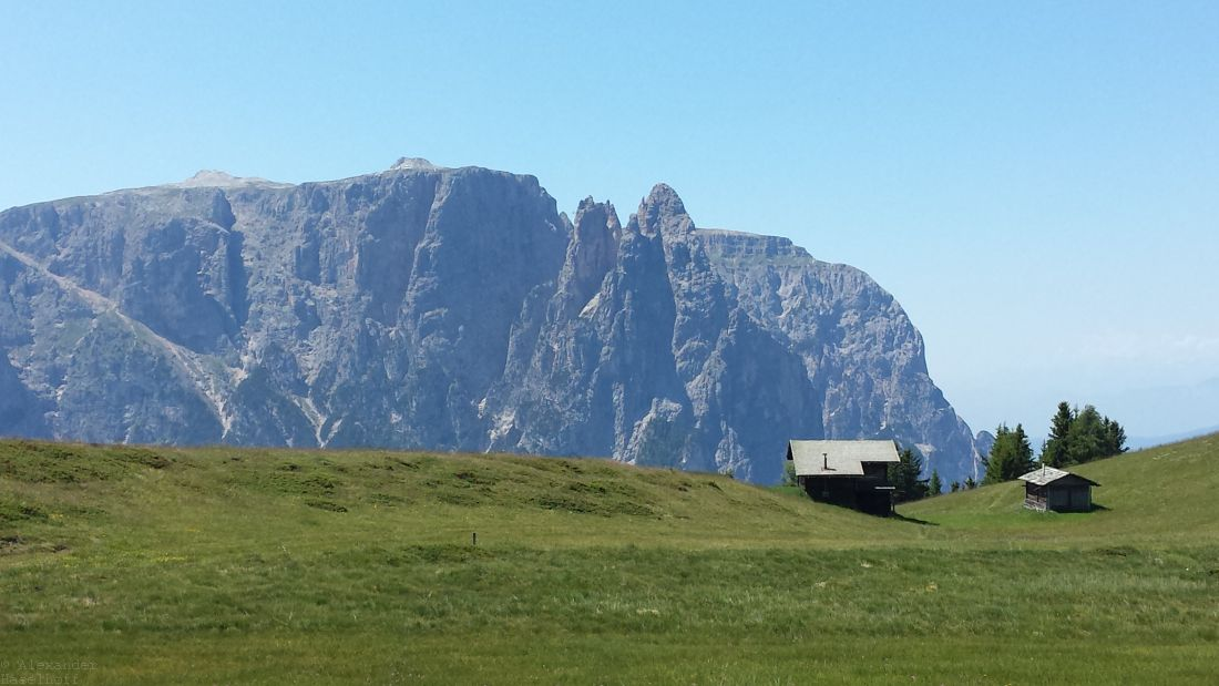 Photo of Die Euringerspitze und Santnerspitze auf der Seiser Alm