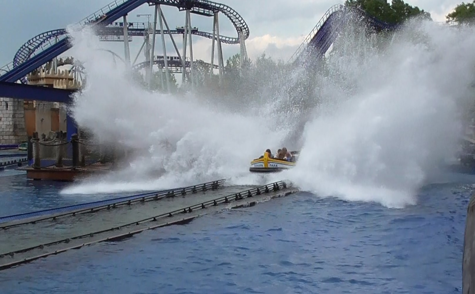 Photo of Wasserachterbahn Poseidon – Attraktion im Europapark Rust